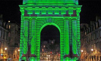 St Patrick's Day, Parigi illuminata di verde