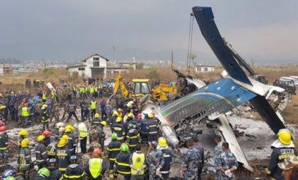 Schianto aereo a Kathmandu, almeno 50 morti di cui 2 bambini