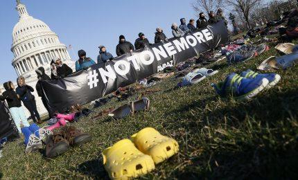 Usa, 7000 paia di scarpe per bambini uccisi dalle armi