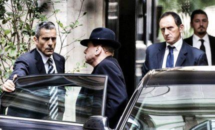 """Berlusconi """"vede"""" governo tregua, Lega guarda ai Cinquestelle"""
