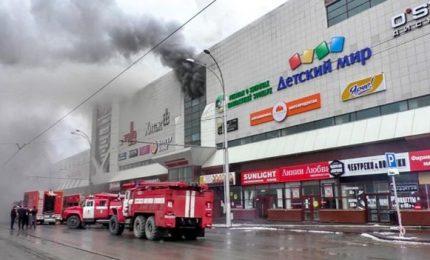 Russia, centro commerciale in fiamme. Più di 64 morti, almeno 9 bambini