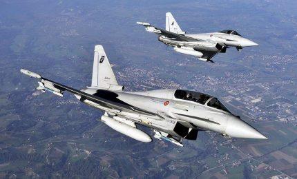 Lombardia, boati caccia per intercettazione aereo linea