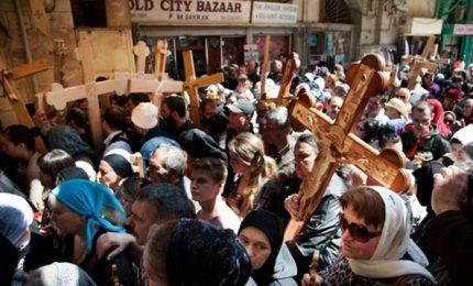 La Via Crucis a Gerusalemme, centinaia di fedeli in preghiera