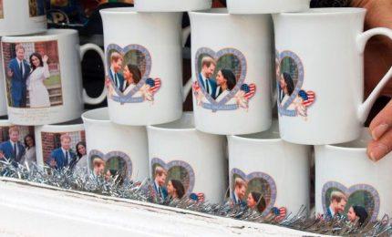 Tra due mesi le nozze di Megan e Harry: sono pronti i souvenir