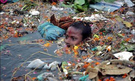 Giacarta vuole rendere potabile il fiume più inquinato al mondo