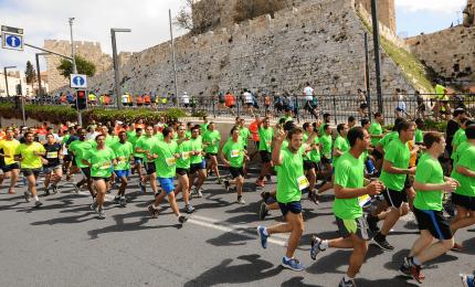 La maratona a Gerusalemme, 30 mila runner nella città vecchia