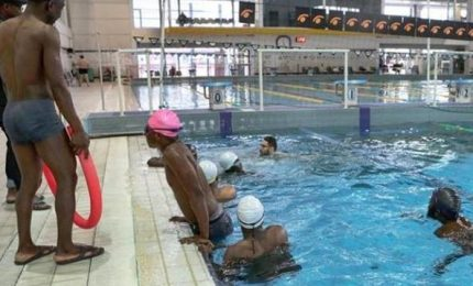Comune leghista nega piscina ai migranti, assessore avvia indagine