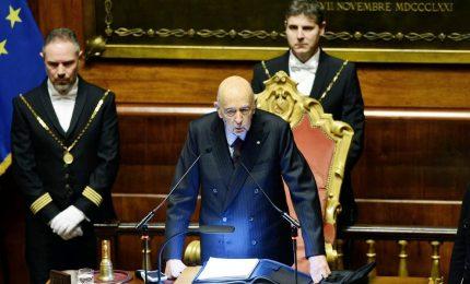 Debutta legislatura tra schede bianche e stoccate Napolitano