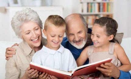 Col buonsenso dei nonni, manuale per genitori moderni di Laila Cresta