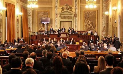 Parlamento siciliano approva bilancio interno, tagli per 4 milioni
