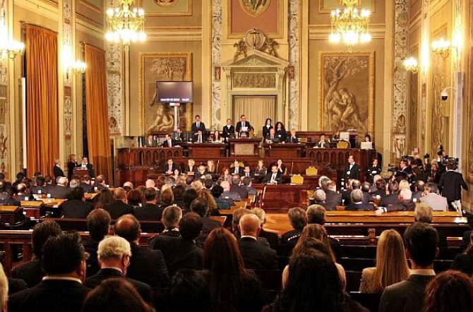 parlamento siciliano approva bilancio interno tagli per 4