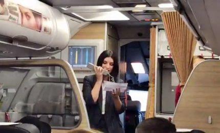 """Pausini hostess per un giorno parla del suo disco """"Fatti sentire"""""""