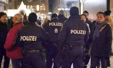 Incubo terrorismo, tre passanti accoltellati a Vienna. E' caccia all'uomo