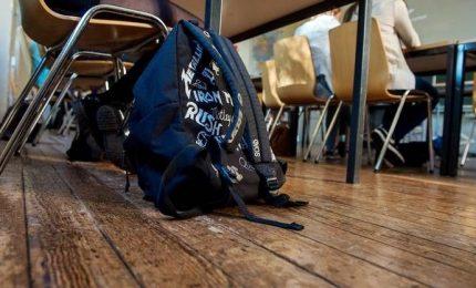 Abusi sessuali su bambine di scuola materna, arrestato maestro