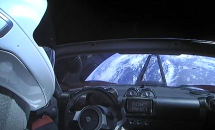 """Nuovi guai sulla """"Terra"""" per la Tesla, richiamate 123 mila vetture elettriche"""