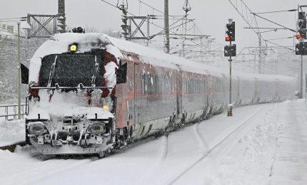 Nord nella morsa del gelo e della neve. Domani situazione ferroviaria alla normalità