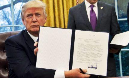 Trump pronto a firmare dazi, l'addio di Cohn spaventa Wall Street