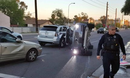 Auto guida autonoma uccide donna, test sospesi
