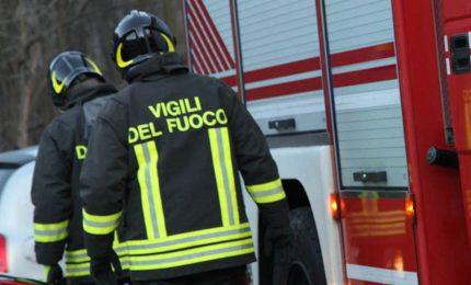 Torino, appartamento va a fuoco. Bimbi si salvano sul balcone
