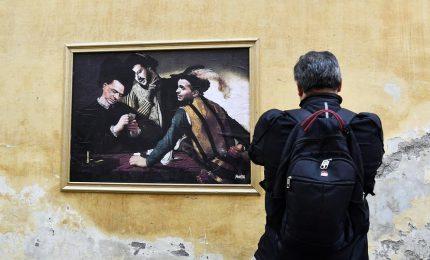 """Berlusconi, Salvini e Di Maio come """"I bari"""" di Caravaggio. Altra rimozione lampo"""