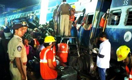 India, 22 carrozze si staccano e viaggiano per 12 chilometri