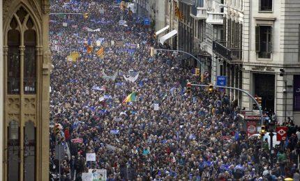 """Catalogna, protesta oceanica: """"Basta prigionieri politici"""""""