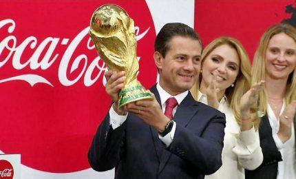 Il Trofeo della Coppa del Mondo di calcio arriva in Messico