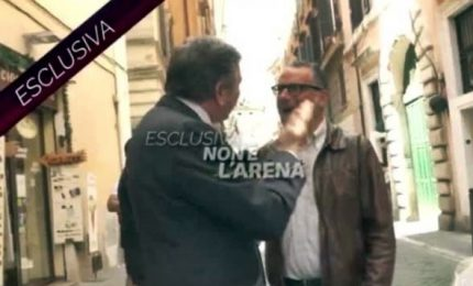 Schiaffo ex ministro Landolfi al giornalista di 'Non è l'Arena'