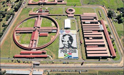 Maxi-coperta con il volto di Mandela, Sudafrica lo omaggia