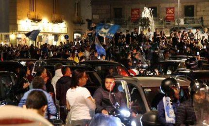 Napoli in piazza impazzisce per la vittoria sulla Juventus