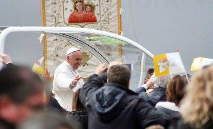 Il Papa e i santi: peccatori, non supereroi, a volte nascosti