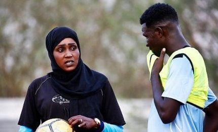 Salma, la prima donna ad allenare una squadro di calcio in Sudan
