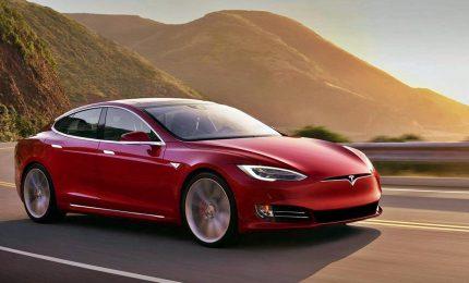 """Tesla sospende nuovamente la produzione della """"Model 3"""""""