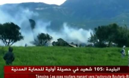 Algeria, aereo militare si schianta dopo il decollo. Almeno 257 le vittime