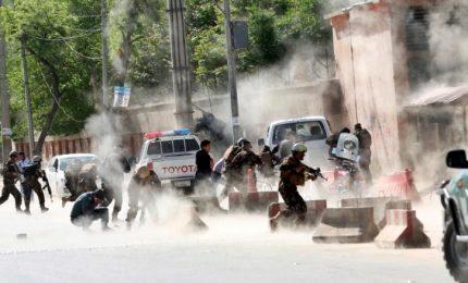 Attentato in Afghanistan, almeno 42 morti. L'Isis rivendica
