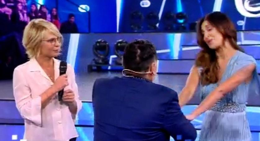 """Amici17, sexy ballo di Belen con Maradona. """"Per me lui è come il Papa"""" (VIDEO)"""