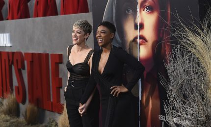 "A Los Angeles un black carpet per ""The Handmaid's Tale 2"""