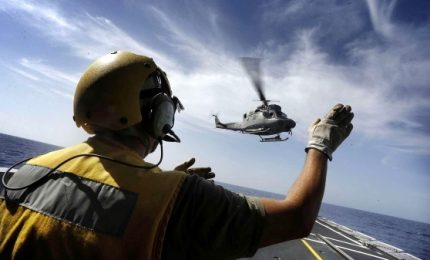 Cade elicottero della Marina Militare, morto uno dei cinque a bordo