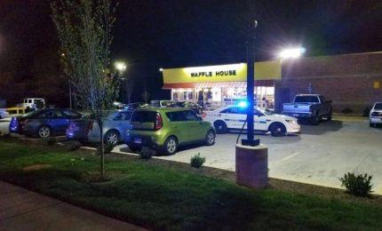 """In fuga il """"killer nudo"""" di Nashville, forse armato. Almeno quattro morti"""