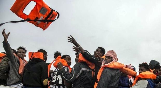 Migranti, 629 soccorsi al largo della Libia