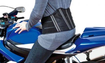 Parla l'esperto, andare in moto tutti i giorni danneggia schiena