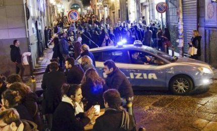 Spari a Napoli in zona movida, panico e indagini