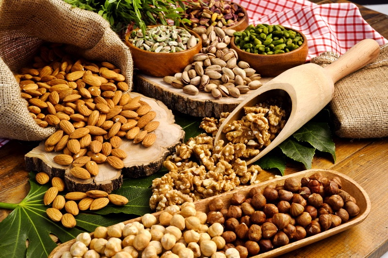 Sulle tavole degli italiano boom di noci, pistacchi e mandorle