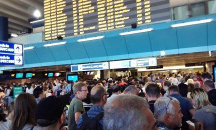 Scioperi, paralizzati aeroporti Ue. Cancellati oltre 800 voli