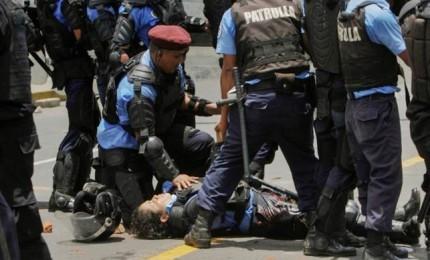 Guerriglia per riforma delle pensioni, 25 morti. Ucciso anche un reporter