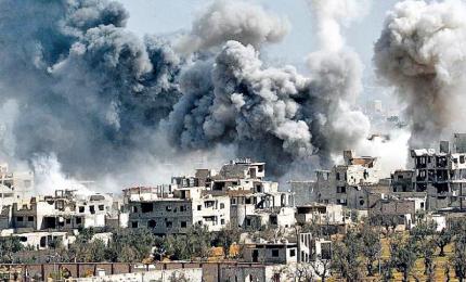 """Siria polveriera, raid su Homs dopo attacco Duma. Trump annuncia: a breve """"decisione importante"""""""