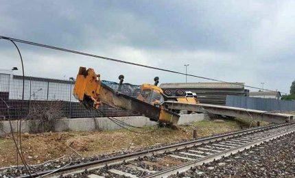 Treno deragliato, dieci feriti tra cui conducente