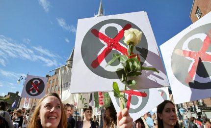 Referendum storico in Irlanda sulla legalizzazione dell'aborto, 3,5 milioni di elettori alle urne