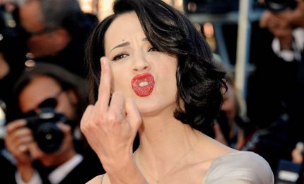 Asia Argento, Weinstein non la farai franca. L'attrice a 21 anni fu stuprata dall'ex produttore