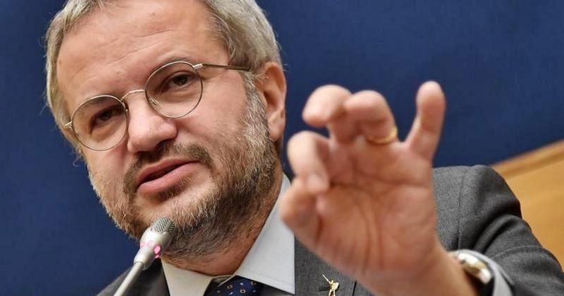 """L'anti-euro Borghi resiste a Giorgetti: """"Svolta moderata, vediamo al congresso"""""""